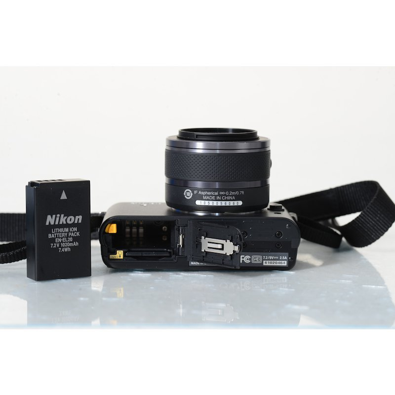 nikon 1 j1 10 1mp digitalkamera mit vr 10 30mm objektiv ebay. Black Bedroom Furniture Sets. Home Design Ideas