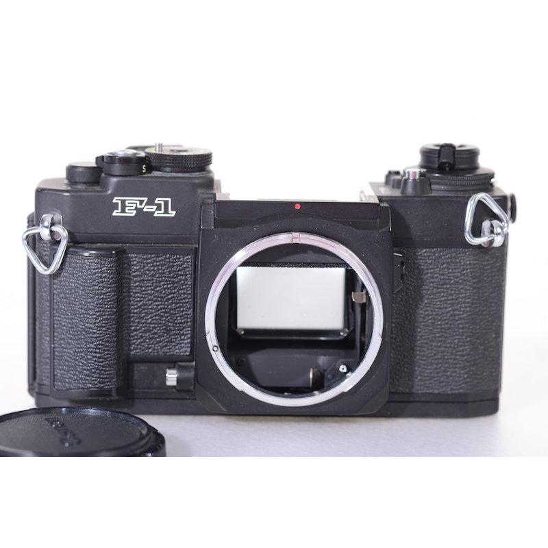 Canon F-1 (Abdeckungen unten fehlen)