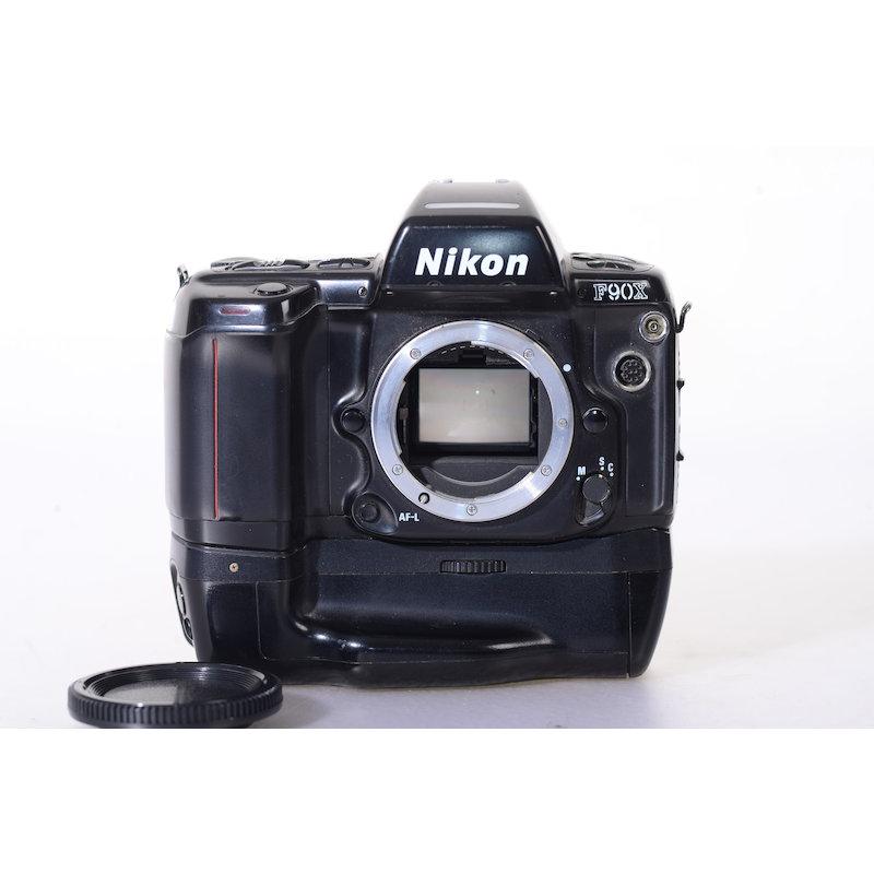 Nikon F90X mit Batteriehandgriff
